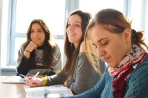 Lee más sobre el artículo Mayor confianza, mejores oportunidades laborales y otras razones para aprender idiomas